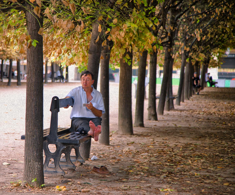 Man on bench (Summer heat refugies III)